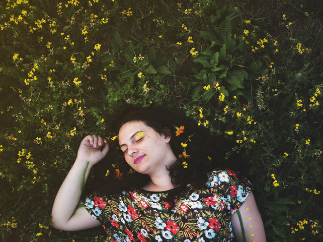 Beautiful Earth Fashion Field Green Nature Beauty Beauty In Nature Day Flower Flower Power Flowers Freshness Front View Growth Nature One Person One Young Woman Only Outdoors Real People Smiling Yellow Yellow Flowers Young Adult Young Women