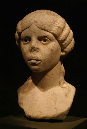 Isn't She Lovely? i met her at the Roman museum in Arles... The Purist (no Edit, No Filter)