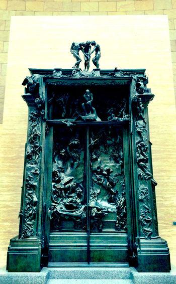 地獄の門 地獄 扉 門 ダンテ 神曲 ここに入る汝等よ、全ての望をすてよ、…なんちゅ、門じゃ、こりゃ。
