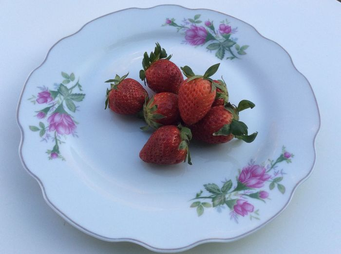 Red Strawberries Strawberry Freshness Fresh Vintage Red Plate Leaf Nature Natural