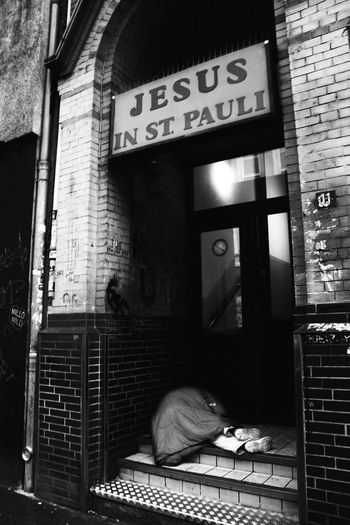 """Strenght. """"I may be homeless, but I will always fight for my rights."""" Text Communication Built Structure Architecture No People Building Exterior The Street Photographer - 2018 EyeEm Awards Wall - Building Feature Social Issues Western Script Sign City"""