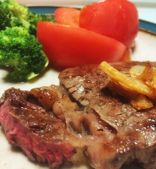 今日は無性に牛肉が食べたくて(*´艸`) ステーキはレアが好みです♡ Dinner Dinner Time Cooking Dinner Steak Dinner Eating Steak 肉食女子