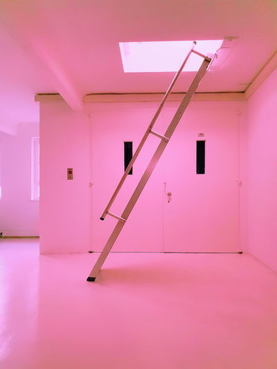 MENTAL x BREAK 0711 Samsung Samsung Galaxy S9 Plus Studio Stuttgart Built Structure Constantinschiller Door Empty Entrance Flooring Herrschiller Indoors  No People Pink Color Purple Samsungphotography Tiled Floor Wall - Building Feature