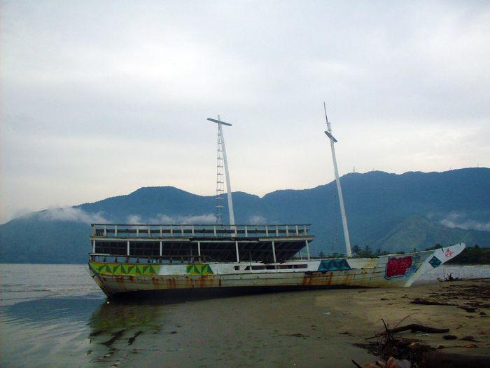 Boat Boat Beach