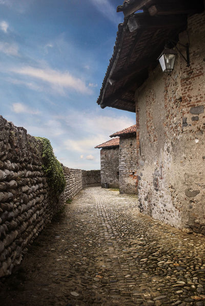 Acp AlessandroCappello Building Exterior Candelo Country Famous Place History Landscape Medioeval Outdoor Outdoors Piemonte Ricetto Ricetto Di Candelo  Rock SK  Stone Stone Wall The Past Trip Way Neighborhood Map Neighborhood Map The Great Outdoors - 2017 EyeEm Awards Postcode Postcards EyeEmNewHere The Graphic City