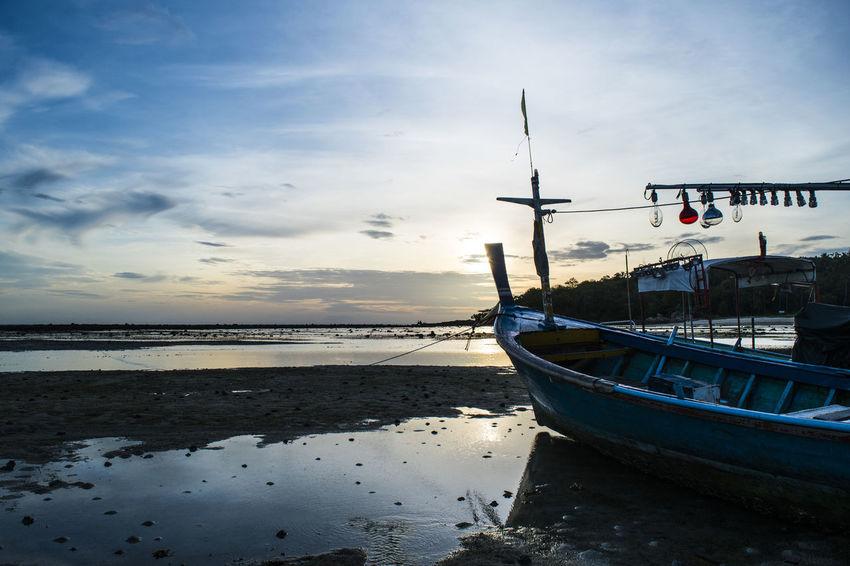 Alba Beach Beach Photography Beachphotography Boat Calm Colori Colori Caldi Colors Imbarcazione Koh Samui Koh Samui,Thailand Mare Riflessi Sabbia Sand Sunrise Thailand Thailandia