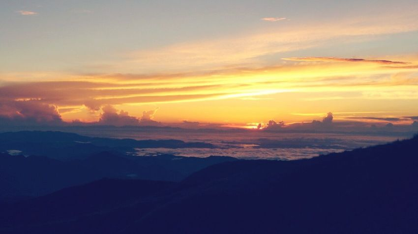 Sunrise at 2900 Masl Pulag Mt.pulag Sea Of ​​clouds Hike Nature Climb Sunrise Sun Enjoying The View LOCOATION - MT.PULAG - BENGUET - PHILIPPINES