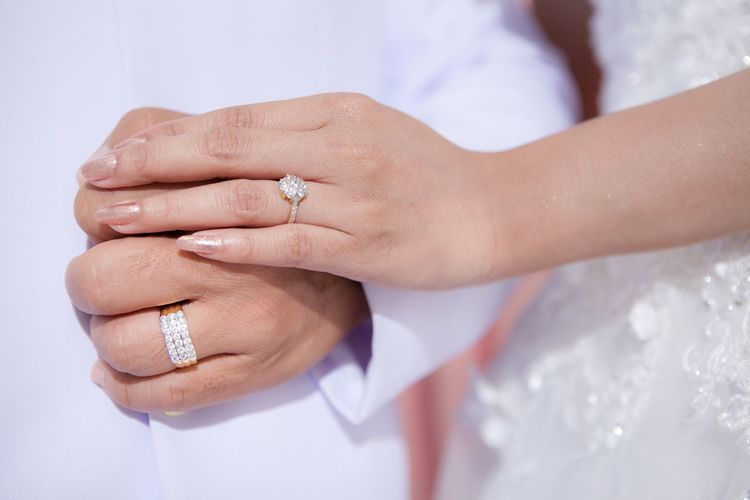 Wedding Bride Ring Wedding Ring Human Hand Celebration Bridegroom Engagement Ring Togetherness Men Love Wife Wedding Ceremony Husband Women Married Human Finger Couple - Relationship Heterosexual Couple Two People Ceremony