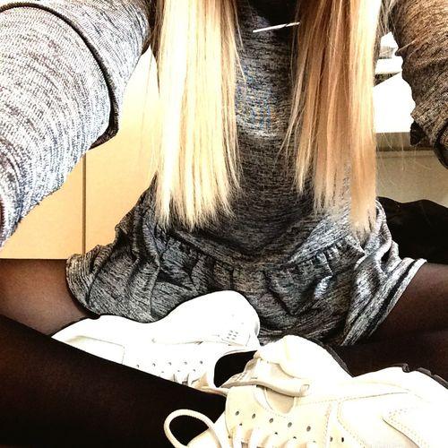 New nike 👌 Nike Nike Huarache  Girl Selfie Portrait Me :)  Shoes Knicks Sneakerhead  Sneaker Blond
