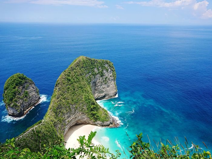 kelingking beach, located in the nusa penida island - south east from bali island - need almost 2 hours to go down to the beach and nearby manta point - nusa penida is one of the best place for diving with manta Bali Beach Kelingking Beach Nusa Penida Manta Point EyeEm Selects Water Sea Tree Blue Aerial View Beach Sky Horizon Over Water Landscape