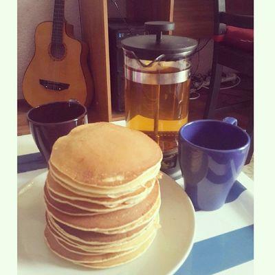 Коля приготовил завтрак. Пора открывать собственную панкейкочную :)