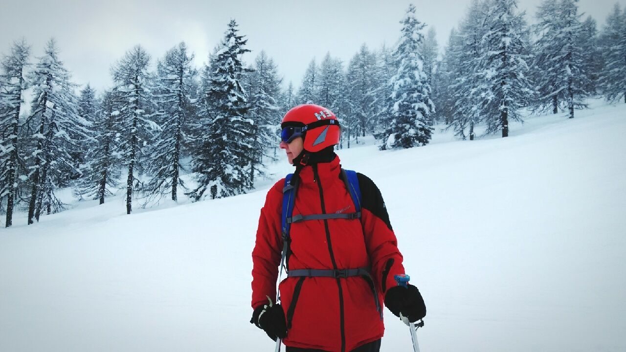 winter, snow, cold temperature, warm clothing, adventure, one person, real people, nature, beauty in nature, outdoors, tranquility, day, scenics, landscape, sky, people