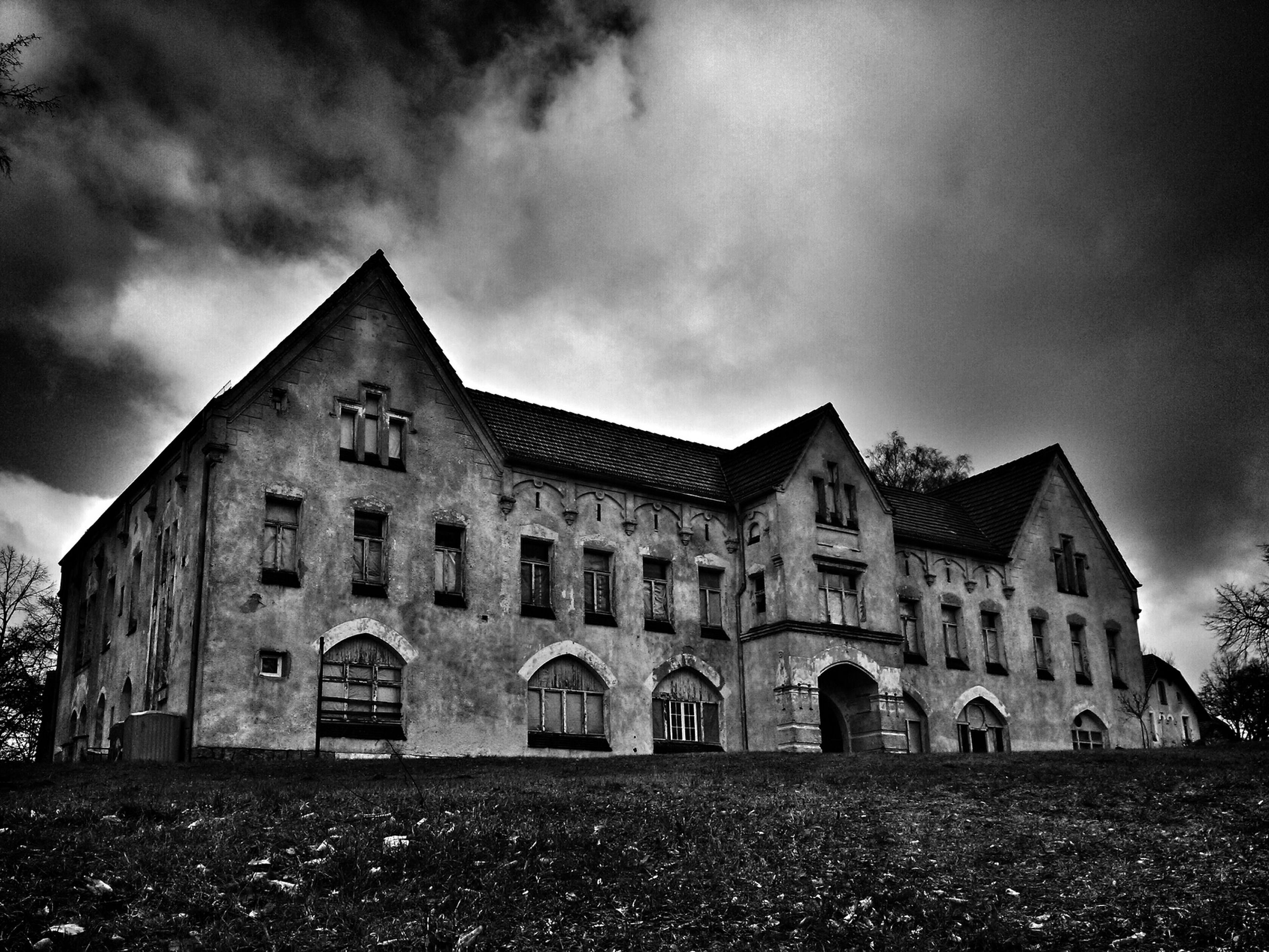 architecture, built structure, building exterior, sky, cloud - sky, cloudy, window, cloud, old, low angle view, history, overcast, facade, day, outdoors, house, arch, building, no people, exterior
