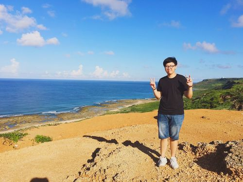 一起迎接的第一個早晨就想找我吵架😔大醋桶 Hot Day Sky Blue Holiday Kenting, Taiwan Fun Hello World Ocean Enjoying Life