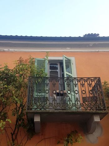 Outdoors Day No People Clear Sky Sky Architecture Alta Langa Piedmont Italy Freshness Building Exterior Climbing Plant Windows