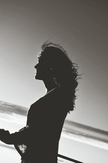 Trazer à memoria o que traz esperança. Silhouette Blackandwhite Photography Fotografia Preto E Branco Eyem Best Shots