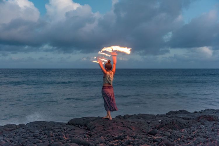 Pretty fire spinning girl, says good bye to the day in Hawaiian style. Fire Spinning Pretty Girl Pacific Ocean Sunset Unrecognisable Person Kaimu Black Sand Beach Big Island Hawaii Dancing Girl Show capturing motion Long Goodbye Sommergefühle Lost In The Landscape