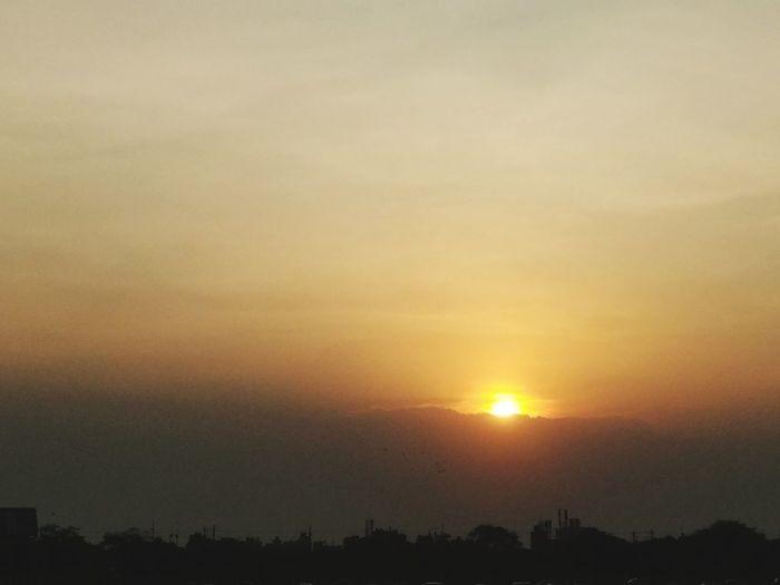 Sunset Sun Orange Color Sunbeam Dramatic Sky Sky Silhouette EyeEm Ready   EyeEmNewHere EyeEmNewHere