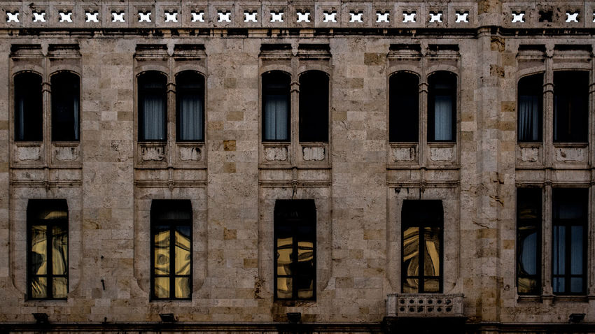 Windows. Canon Canonphotography Canon1200d 18-55mm Canon18-55 Postproduction Eyeemphotography Adobe Photoshop EyeEm AdobeLightroom Lightroom Canonphoto Adobe History Architecture Tourism Building Exterior City No People Outdoors Built Structure Architectural Detail Windows Illuminations Italy The Architect - 2017 EyeEm Awards The Graphic City