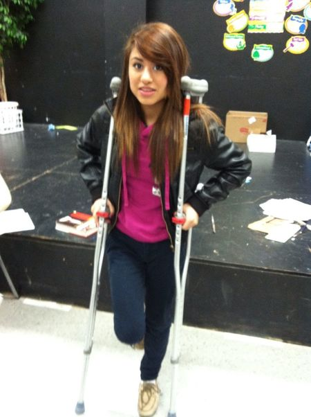 Lmao! Cx the crutches are as tall as her :P