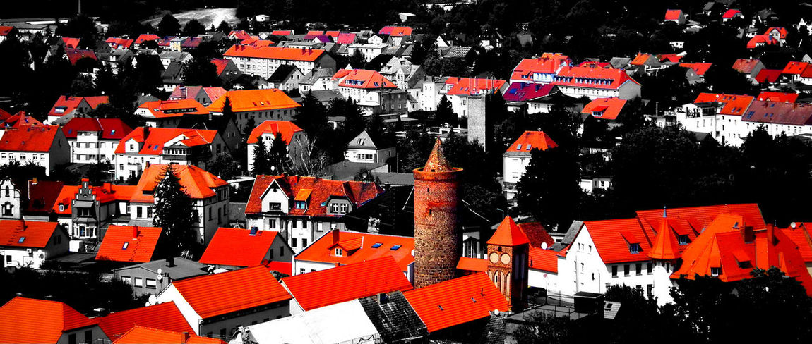 Architecture Building Exterior City City Life Cityscapes Colorsandpatterns High Angle View House Outdoors Red Roof Rooftop Selective Color TakeoverContrast Town TOWNSCAPE Beautifully Organized Colorkey The Architect - 2017 EyeEm Awards Neighborhood Map Colour Your Horizn Visual Creativity