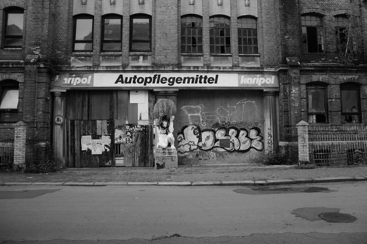 Architecture Autopflegemittel Day Laden Leipzig Men Old Old Buildings Only Men Outdoors People Person S/w Shop Store Text Trzoska
