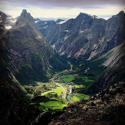 Romsdal Romsdalseggen Ilovenorway Ilovenorway_m øreogromsdal droidedit ignorway worldshotz ic_water ic_landscapes romsdalshorn nrksommer
