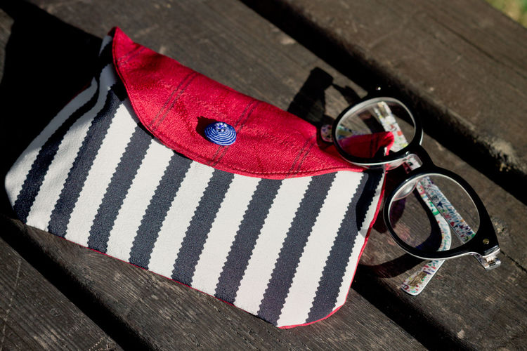 Object Photography Object Accessories Pochette  Glasses Personal Accessory Outdoors Fashion Sunlight Blue Wood Pattern Day Close-up Wood - Material No People High Angle View Still Life Striped Red Bench Park Bench