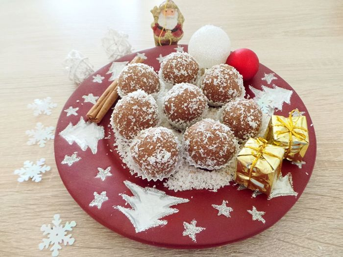 Rum balls Christmas Celebration Chritmas Time Close-up Day Dessert Food Food And Drink Freshness High Angle View Homemade Indoors  Indulgence No People Ready-to-eat Still Life Sweet Food Table Temptation Unhealthy Eating Food Stories