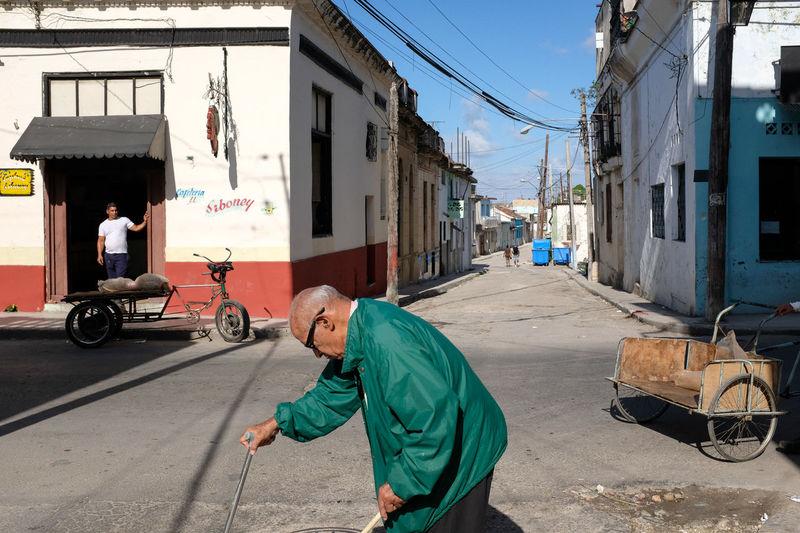 Havana, February 2017. Candid Fujfilmxt10 Fuji Fujifilmxe2 Fujix100f Grownupboy Karl Edwards KES Kespics Street Street Photography Streetphotography X100 X100f