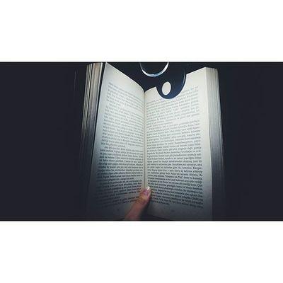 Faydalı bir kitabı ilk defa okuduğum zaman, yeni bir dost edindim sanırım, beğendiğim, sevdiğim bir kitabı tekrar okuduğum zaman da eski bir dosta kavuşmuş gibi okurum... Blog Blogger Izmirlibloggerlar Blogspot Lifeblogger Read Book Kitapkurdu Kitap Kitapsever Bookworm