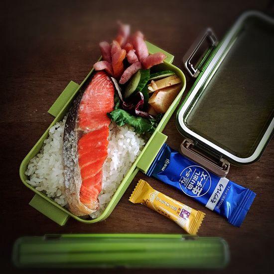 鮭弁当っ! 🍙🍙🍱🍱 #lunchbox #朝時間 #obentouLife #作り置き #お惣菜 #つくおき #ばんごはん #あさごはん #そとごはん #ランチ #お弁当 #てづくり #日々のこと #野菜 #野菜を食べよう #常備菜 #food #foodphoto #写真部 #レシピ #簡単レシピ #クッキングラム 186080