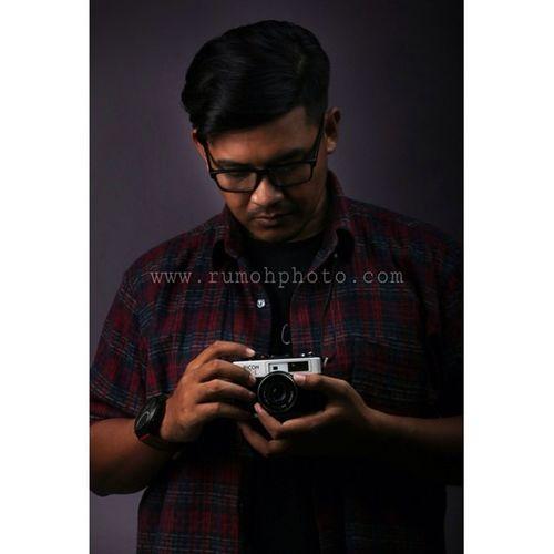 Masih yg itu…👓 @rumohphotocom www.rumohphoto.com Akubukanmodel Lowlight Flanell