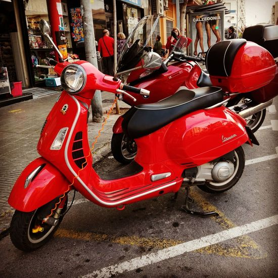 Moto Motorcycle Motorbike Motor Vehicle Vehiculo  Red Rojo Outdoors Redvehicle Red Vehicle Redmotorcycle Red Motorcycle Honorshot Honor Shot Honor5c Honor5cshot Honor5c Shot EyeEmNewHere Smartphoneshot