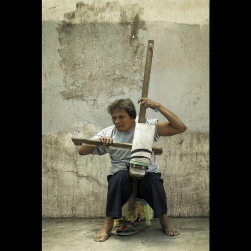 meet the Epicstreetperformer Onestringedinstrument DIY Cello streetpoetry photography photowalk travelfilms cagayandeoro