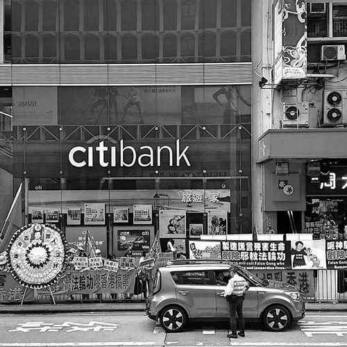 Drawwithlight Mobilephotography SamsungS5 Samsung Blackandwhite 手機攝影 手機 旺角 Mongkok 黑白相 Traffic Police 警察 香港 九龍 Hongkongphotography Hkig HongKong