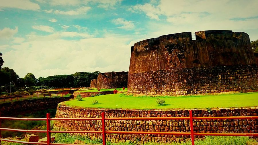 This is the fort...on palakkad...which provides the epic history of Tippu sulthan's rule over Kerala..God's own country.....This fort is build for the resistance against the invaders... Taking Photos Relaxing Beautiful Nature Beauty In Nature Nature Photography Fort Kerala The Gods Own Country ;) Palakkad_fort Experience Of Life Fascinating Nature EyeEm Gallery EyeEm Nature Lover Fort Palakkad