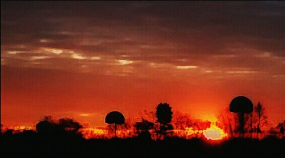 Sunrise Eyem Best Shots Eye4photography  Bold And Beautiful Still Life Photography Sunset #sun #clouds #skylovers #sky #nature Beautifulinnature Naturalbeauty Photography Landscape [a:6449] sunrise_su Thirdworld Showcase: December