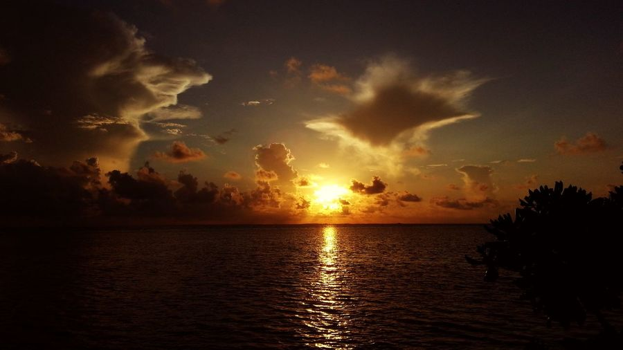 Sun Set Check This Out Sunlight My Maldives Beautiful Happiness Sunset Taking Photos Sunny Side Of Life Clouds