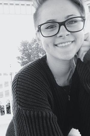 hi☺️ Selfie ✌ Lesbian Sweater Fall Season Feelin Fall Love Wins Smile