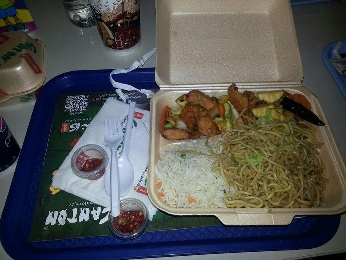 العثيم مول غداء من مطعم كانتون الصيني