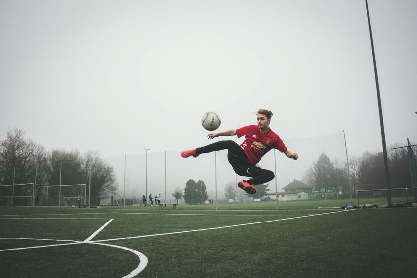 Dare to zlatan 🔥 Sport Soccer Outdoors Athlete Ball Soccer Player One Person People Football Football Fever Sports Photography Ibrahimovic Mufc Premier League Athlete Striker