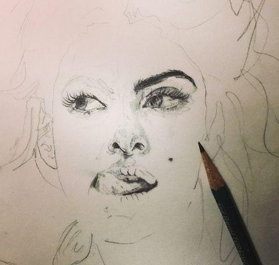 Sketch Ssett Mi muchas veces expreso lo qué siento en un dibujo... Pero dibujar a alguien y sus expresiones lo hacen apasionante e interesante. La vida sé trata de ser único.