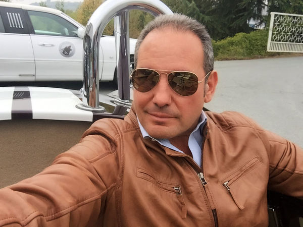Car Close-up Day Jacket Land Vehicle Leisure Activity Lifestyles Mode Of Transport One Person Outdoors Real People Sunglasses Thatsme ❤️ Transportation Young Adult