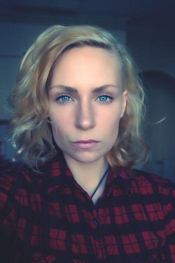 Selfportrait Selfie Lisyia Sidecut
