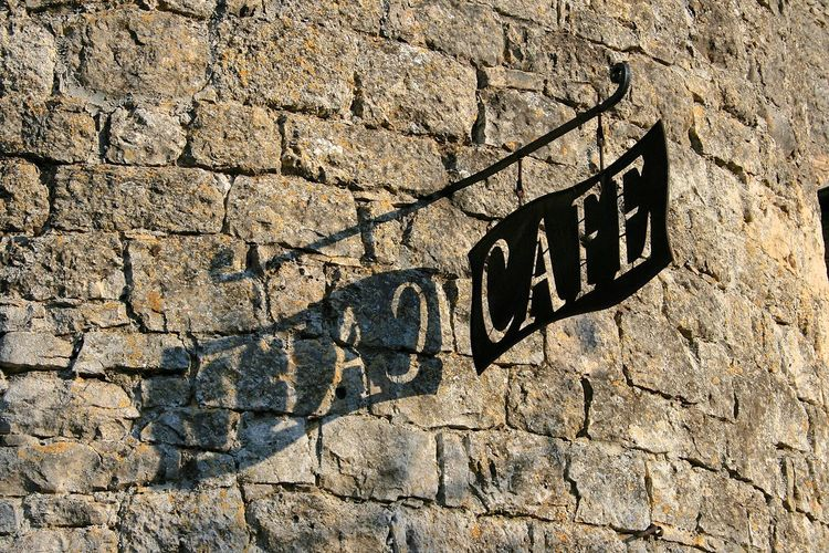 Jeu d'ombre sur cette enseigne. France Ombre & Lumière Rural Sunlight Cafe Commerce Enseigne Ombre Pancarte Reflet Signboard Soleil Streetphotography Town Village échoppe The Street Photographer - 2018 EyeEm Awards