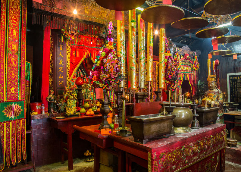 Man Mo temple, Hong Kong. Hong Kong Man Mo Temple Worship Altar Buddhism Buddist Temple Chinese Decoration Hanging Incense Indoors  Large Group Of Objects Multi Colored No People Ornate Pattern Place Of Worship Religion Table Temple Temple - Building