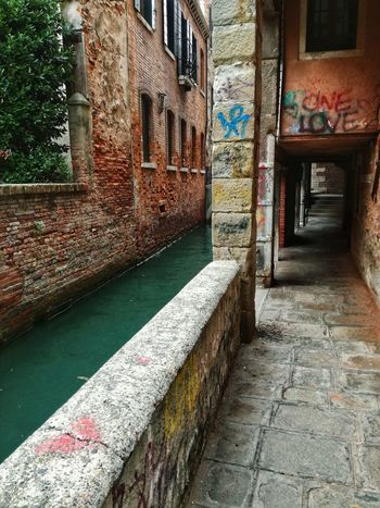 Architecture Built Structure Building Exterior Window No People Day Outdoors Vacations Architecture City Water Cityscape EyeEm Selects Venicelife Venice Canal Venice, Italy Venezia Venice Canals Venice Lagoon Venice View Special Place Special Moment Graffiti Streetphotography