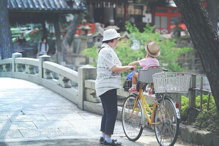 Sumiyoshitaisha Sumiyoshi Shrine Grandma And Grandson Streetphotography