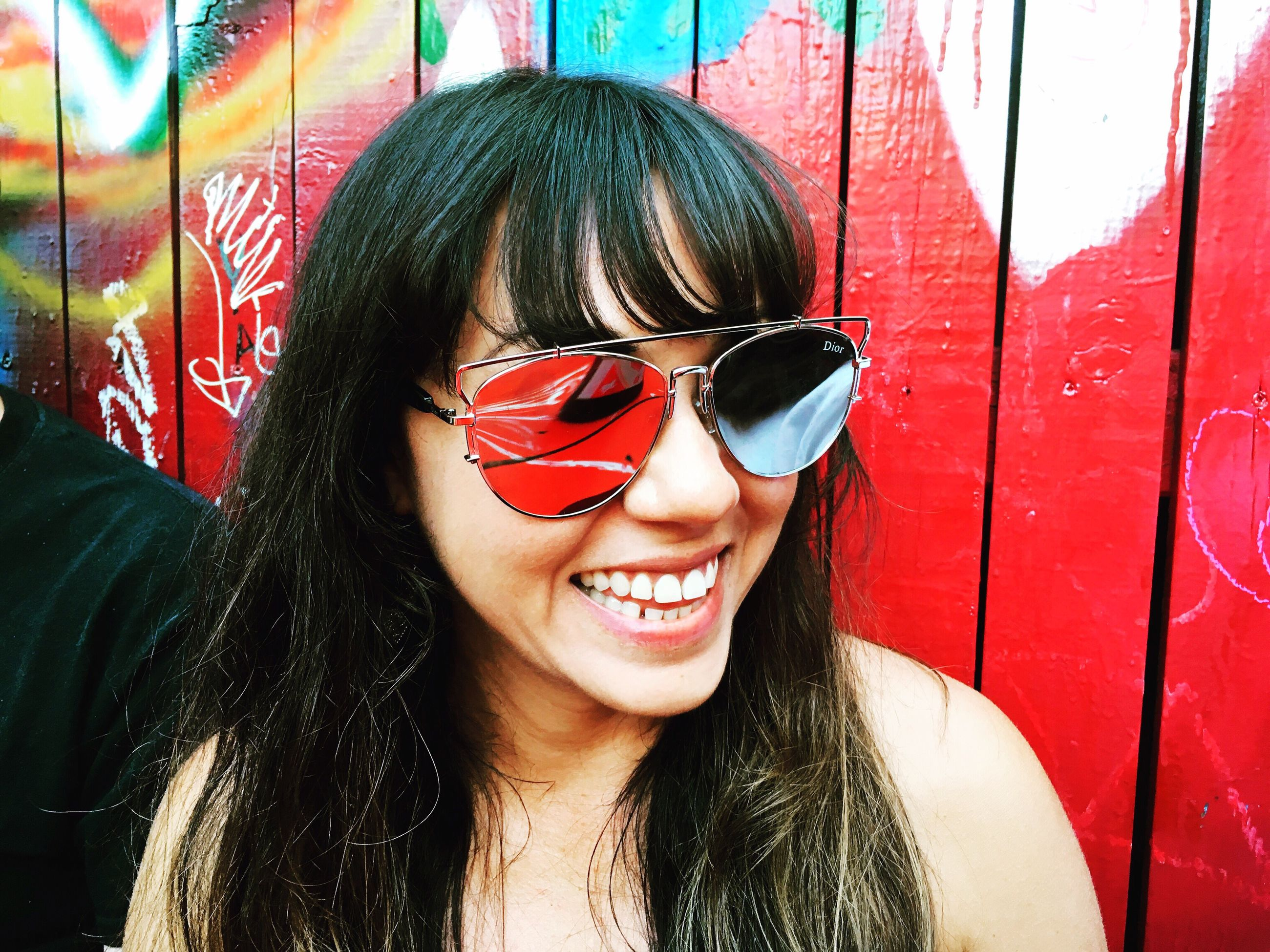 smiling, headshot, sunglasses, young adult, lifestyles, young women, leisure activity, beauty, person, front view, long hair, looking at camera, focus on foreground